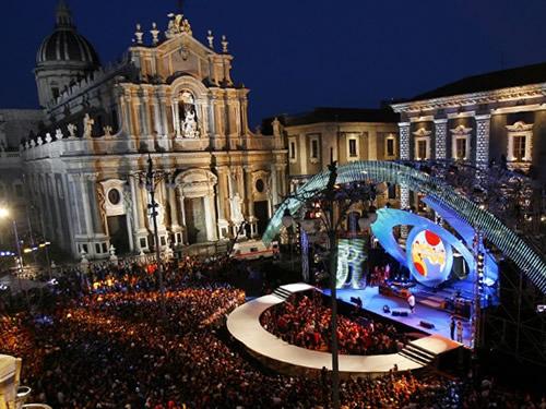 capodanno catania in piazza in centro storico foto